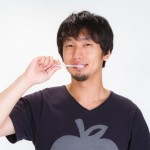 https---www.pakutaso.com-assets_c-2015-05-N112_egaodehamigaki-thumb-1000xauto-14519